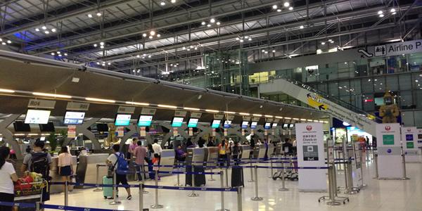 JAL バンコク発の羽田便で機内食の提供時間を離陸後に変更