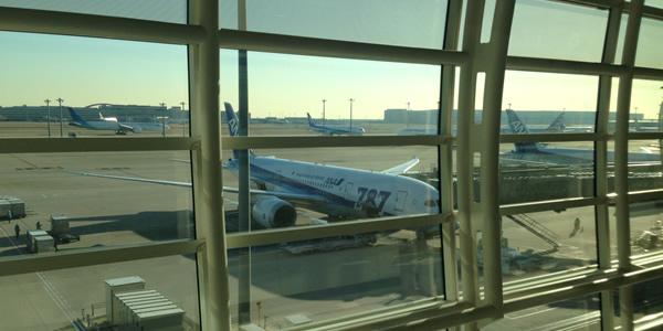 ANA 羽田 国際線ラウンジから見えるANA機