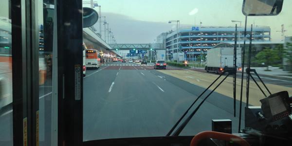 羽田空港駐車場 P4 ターミナル間移動バスの車窓から