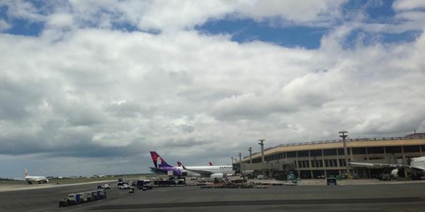 ホノルル空港 到着